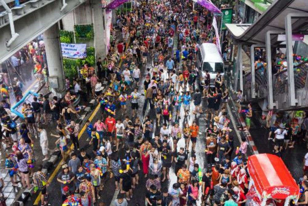 songkran bangkok bataille eau